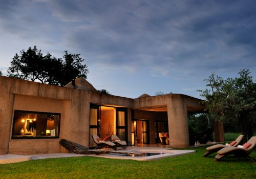 earth lodge sabi